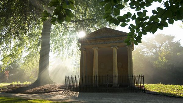 Temple of Diana Blenheim Palace where Churchill proposed to Clementine in 1908.jpg